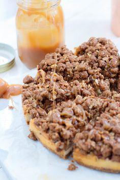 Appelkruimelcheesecake met salted caramel - Zoetrecepten