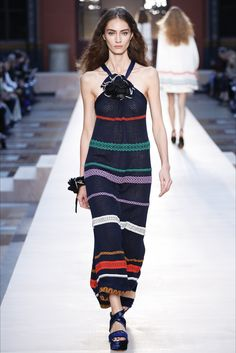 Guarda la sfilata di moda Sonia Rykiel a Parigi e scopri la collezione di abiti e accessori per la stagione Collezioni Primavera Estate 2017.