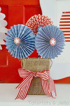 Free Fourth of July Patriotic Medallion Printables (and 11 MORE Patriotic Printables!) -- Tatertots and Jello