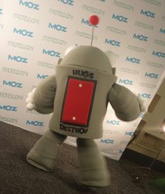Roger is firmly on hug mode at #mozcon! @Moz