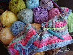 There's nothing I enjoy more than messing about with colour and yarn, and I've. Rainbow Crochet, Love Crochet, Beautiful Crochet, Crochet Crafts, Crochet Yarn, Crochet Projects, Crochet Ideas, Crochet Afghans, Crochet Blankets