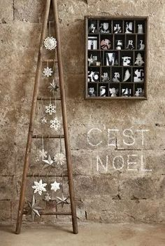 creative home decor ideas rustic Christmas decor wooden tree with white ornaments Ladder Christmas Tree, Diy Christmas Lights, Wooden Christmas Trees, Outdoor Christmas Decorations, Rustic Christmas, Xmas Tree, Simple Christmas, Christmas Crafts, Wooden Tree