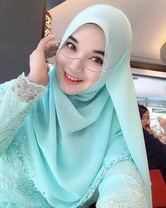 Hijab Bride, Girl Hijab, Hijab Outfit, Hijab Niqab, Beautiful Muslim Women, Beautiful Hijab, Muslim Beauty, Hijab Chic, Muslim Girls
