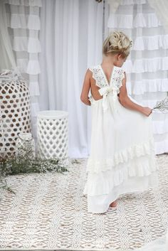 Flower girl dresses and hairstyles / http://www.himisspuff.com/big-ideas-for-little-flower-girls/8/
