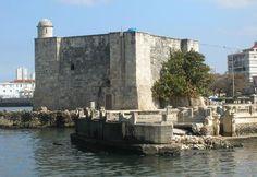 El Torreón de Santa Dorotea de la Luna de la Chorrera fué construido en 1643 y protegía la estrategica desembocadura del río Almendares de piratas y barcos enemigos.