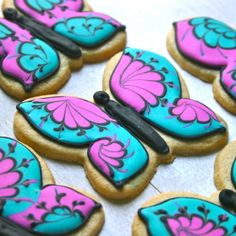 Butterfly Cookies - love the wet on wet marbling technique. Galletas Cookies, Iced Cookies, Cute Cookies, Easter Cookies, Royal Icing Cookies, Cupcake Cookies, Cupcakes, Butterfly Cookies, Flower Cookies