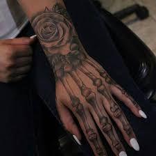 Hand Tattoo Frau, Skeleton Hand Tattoo, Bone Hand Tattoo, Dope Tattoos, Pretty Tattoos, Leg Tattoos, Small Tattoos, Faith Tattoos, Buddha Tattoos