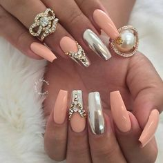 Love these coffin/ballet nails! ;)