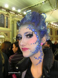 Cool idea using suction caps with glitter as hair accessories!