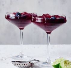Blueberry gin sour