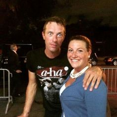 Coldplay Singer with A-ha T'Shirt, wow!