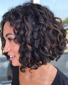 10 Chic Curly Bob Hairstyle Ideas for Fall - Lockige Bob Frisuren Bob Haircut Curly, Short Curly Haircuts, Curly Bob Hairstyles, Curly Hair Tips, Wavy Hair, Curly Hair Styles, Natural Hair Styles, Shoulder Length Curly Hair, Highlights Curly Hair