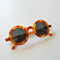 Vintage Friulana Italian round sunglasses from the 70's // I love the faux tortoise and it looks like these puppies would fit a small face. Perfect for a vintage Palm Springs look. Hurray for another Etsy find.