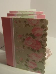 How to turn note cards into a thrifty mini photo album for Mom. Get the simple #tutorial here...
