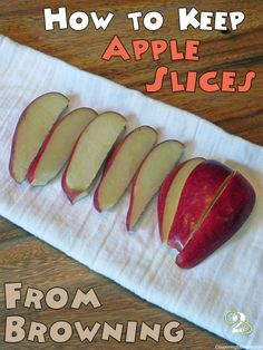 Keep Apple Slices from Browning in a Lunchbox with a rubber band!