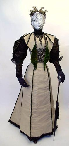 Claims to be a Worth gown, but probably a copy made by a New York dressmaker, 1897. Fashion History Museum (Ontario)