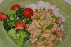 Här en korvgryta som är ett underbart alternativ till korv stroganoff. Receptet kommer från En smak av Karin, en blogg som har så goda recept. Förra veckan hittade jag hennes recept på Enklaste korvgrytan, och det var precis vad jag behövde. Den här blev även en favorit hos mig, Annie och inte mi 300 Calorie Lunches, 300 Calories, Blogg, Diet Tips, Lchf, Food And Drink, Chicken, Meat, Baking
