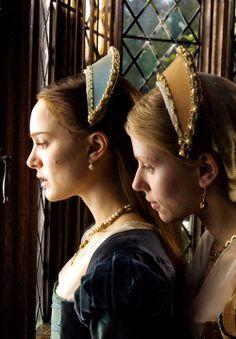 The Other Boleyn Girl - Natalie Portman and Scarlett Johansson as Anne and Mary Boleyn wearing velvet dresses and matching beaded headpieces.