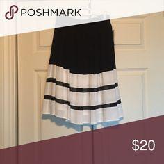 Black and white midi skirt BRAND NEW black and white Nicole by Nicole Miller midi skirt | size 2 Nicole by Nicole Miller Skirts Midi