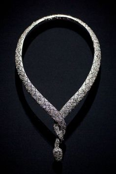Cartier - Collar de serpiente de 1919 en platino y diamantes.