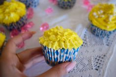 Kill Them With Chic » Yellow cupcakes