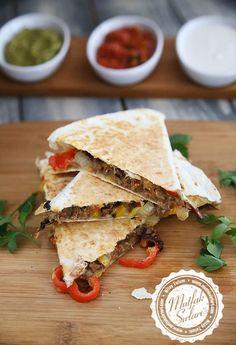 Kavurmalı Quesadilla Tarifi | Mutfak Sırları Homemade Beauty Products, Mexican Food Recipes, Side Dishes, Veggies, Health Fitness, Salsa, Bread, Snacks, Breakfast