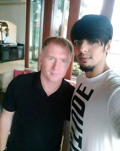 #Spotted football legend Scholes with Attiitude fan