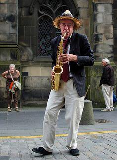 Street Jazz Jazz Artists, Jazz Musicians, Street Musician, Music Humor, Jazz Blues, Jazz Age, World Music, Sound Of Music, Drawing People