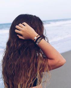 Beach days = salty hair x Inka Williams, Poses Photo, Poses References, High Cut Bikini, Photos Tumblr, Tumblr Beach Pictures, Tumblr Girls, Beach Tumblr, Summer Pictures