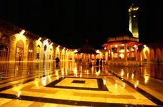 Deszczowy wieczór na dziedzińcu Meczetu Umajjadów w #Allepo fot. Tra-ta-ta-ta, #Syria #uchodźcymilewidziani #Umaijad Syria, Countries, Hockey, War, Field Hockey, Ice Hockey