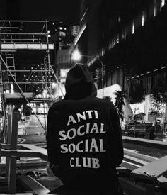 Men s Best Streetwear Hoodies and Sweatshirts for 2018 Finding the perfect  streetwear hoodie and sweatshirts to wear in 2018 won t be an easy task. 196f58458ee