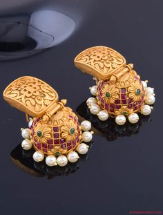 Exclusive Latest Design Jhumkis Traditional Indian Jewellery, Traditional Earrings, Indian Jewellery Design, Jewelry Design, India Jewelry, Temple Jewellery, Gold Jewelry, Jewelery, Diamond Jewellery