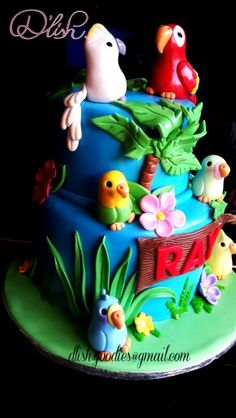 Tropical birds cake with parrots and budgies
