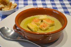La vellutata di broccoli e patate è un primo piatto vegetariano tipicamente invernale, ideale per scaldarci nella fredde sere d'inverno.