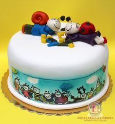 Kricky Cakes Decoration: Bogyó és Babóca torta festés/ cake hand painting Food Coloring, Airbrush, Amazing Cakes, Cake Decorating, Birthdays, Birthday Cake, Hand Painted, Erika, Desserts