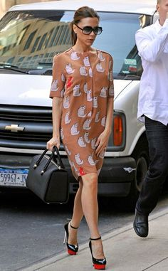 The fashion genius Victoria Beckham skillfully plays with shapes, prints, colors and structures, and, of course, that signature high heels.
