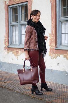 Zara Bouclé Jacke mit Pompons und Kunstleder Leggings in Bordeaux