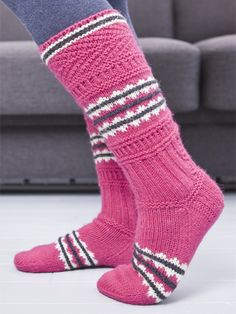 Inspiration based on Finnish knitwear from the 19th century -- Suomalaisen käsityön historiaan nojaavat kaksi modernia mallia, pohjautuvat 1800-luvun töihin Crochet Socks, Knitting Socks, Knit Crochet, Knit Socks, Knit Wrap, Fair Isle Knitting, Striped Socks, Knee High Socks, Warm And Cozy