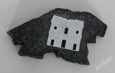 """""""Arqueólogo e Artesão - Cria réplicas de elementos patrimoniais, casando a arqueologia com o artesanato, utilizando como matéria-prima o granito."""" Conheça as fabulosas esculturas de José Carlos Santos Tlm: + (351) 967 857 195  Email: artesanatopedra@gmail.com https://www.facebook.com/media/set/…"""