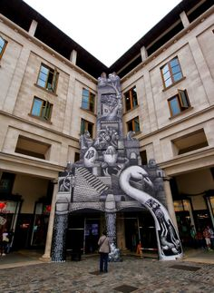 Street art in installation in London (Royal Opera House in Covent Garden), by British artist Phlegm (Painted for the Festival of Myth curated by Minna Moore - Ede of the National Gallery and the Royal Ballet). Photo by StreetArtNews. Street Art News, Best Street Art, Street Artists, Royal Opera House London, Covent Garden, Street Art Graffiti, Installation Art, Art Installations, Magazine Art
