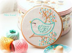 Bird embroidery for a baby girl nursery? - Petitevanou