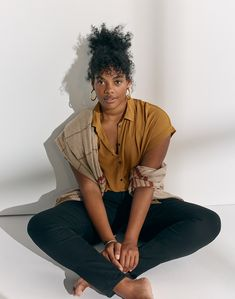 madewell central drapey shirt worn with curvy high-rise skinny jeans, pieced plaid cape scarf + chunky oversized hoop earrings. Afro, Black Girl Magic, Black Girls, Pretty People, Beautiful People, Curly Hair Styles, Natural Hair Styles, Undercut Hairstyles Women, Easy Hairstyles