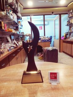 Trophies And Medals, Glass Trophies, Sports Trophies, Custom Trophies, Football Trophies, Trophy Store, Trophy Engraving, Acrylic Trophy, Trophy Cup