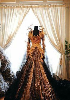 In Focus: FashionTV Meets Indonesian Design Legend Tex Saverio Beautiful Gowns, Beautiful Outfits, Beautiful Costumes, Gorgeous Dress, Fantasy Gowns, Fantasy Queen, Fantasy Costumes, Witch Costumes, Fairy Costumes