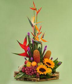 Como hacer arreglos florales                                                                                                                                                                                 Más Hotel Flower Arrangements, Modern Floral Arrangements, Fruit Arrangements, Beautiful Flower Arrangements, Unique Flowers, Beautiful Flowers, Hawaiian Flowers, Tropical Flowers, Ikebana