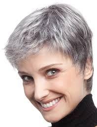 Coupe courte cheveux gris meches