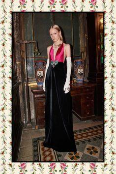 Gucci Pre-Fall 2017 Collection Photos - Vogue Look 87 Fashion Over, Fashion 2017, Women's Fashion Dresses, Runway Fashion, Fashion Show, Europe Fashion, Fashion Weeks, Fashion Fall, Fashion History