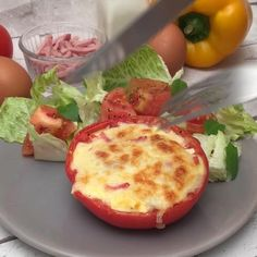 A light lunch Per portion: only 211 calories! Informations About Tomato Quiche Pin Yo - Healthy Snacks, Healthy Eating, Healthy Recipes, Clean Eating, Quiche Recipes, Food Videos, Breakfast Recipes, Easy Meals, Food And Drink
