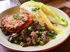 Kål og reinskav💚 En høstmiddag med smak av Italia Surr 1 finhakket løk og 1 hvitløksfedd i smør og olje i en stekepanne.Tilsett reinskav og stek videre.Så tilsettes salvie, og kapers.Smak til med soppsoya el fond av f.eks kalv.Tilsett erter tilslutt. Lag potetpucker av po Pork, Beef, Kale Stir Fry, Meat, Pork Chops, Steak