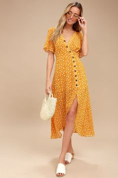 The After-Bloom Delight Golden Yellow Floral Print Midi Dress was made for mid-day strolls! Short sleeve, surplice bodice tops this floral midi dress. Trendy Dresses, Casual Dresses, Short Dresses, Summer Dresses, Yellow Dress Summer, Yellow Maxi, Fall Dresses, Trendy Outfits, Cool Outfits
